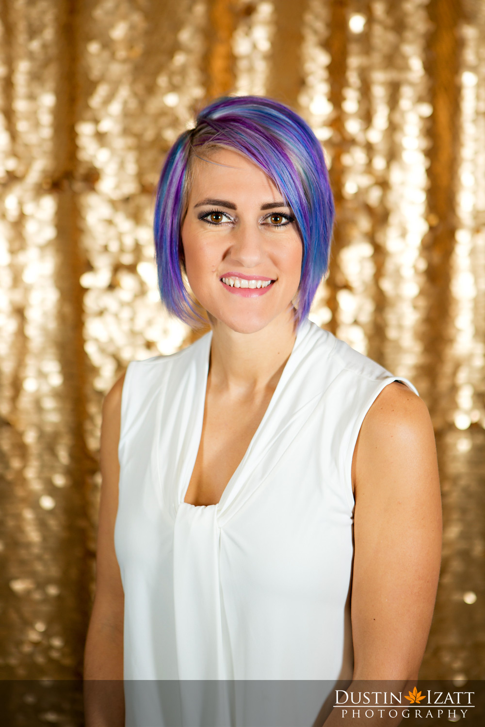 Younique Purple Status Leader Utah Tiffany Izatt Head Shot Gold Background